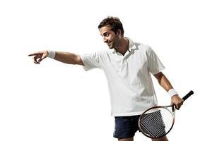 isoliert auf weißen jungen Mann spielt Tennis foto