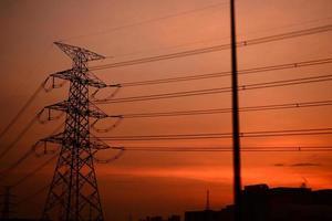 Silhouette des Strompostens