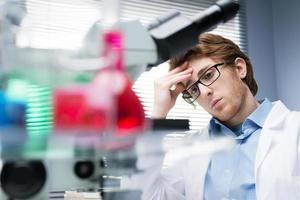 Forscher bei der Arbeit foto
