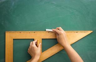 Tafel und Holzlineal