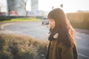 junge schöne asiatische Hipsterfrau