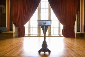 Rednerpult in der Halle foto