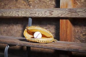 Fängerhandschuh mit Baseballstillleben foto