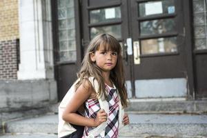 acht Jahre altes Schulmädchen foto