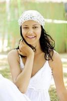 fröhliche junge Frau foto