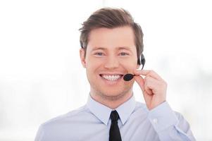 fröhlicher Kundendienstmitarbeiter. foto