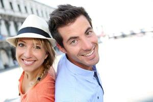 fröhliches Paar in San Marco Platz foto