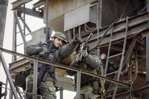 Zwei Scharfschützen beobachten das Ziel