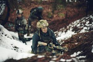 Soldatin Mitglied der Ranger-Truppe foto