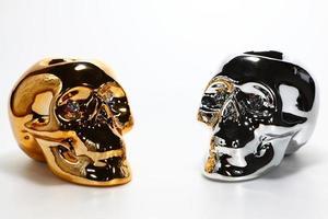 Gold- und Silberschädel. foto