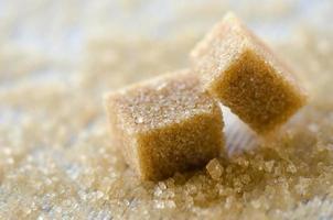 braune Zuckerwürfel foto