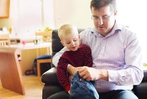 kleiner Junge mit Vater foto