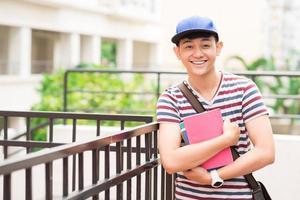 fröhlicher vietnamesischer Student foto