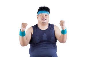 fröhlicher dicker Mann nach dem Training foto
