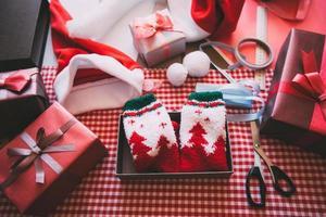 Geschenk dekorieren. foto
