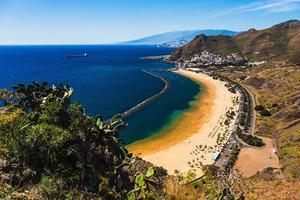 Luftaufnahme zum Strand von Las Teresitas. Spanien, Teneriffa