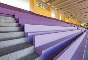 Publikumsbank im Stadion foto