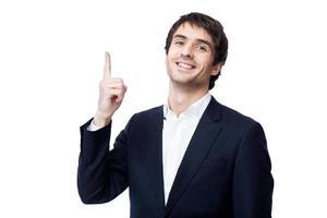 Geschäftsmann, der auf Kopierraum zeigt foto