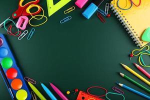 Schulmaterial, Hintergrund mit Kopierraum foto