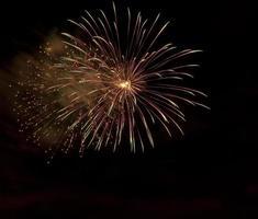 Feuerwerk mit Kopierraum (mit Rauchdrift) foto