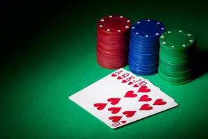 Pokerchips, Royal Flush und Kopierraum foto