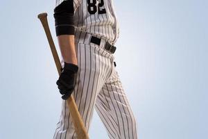 isoliert auf weißem professionellen Baseballspieler foto