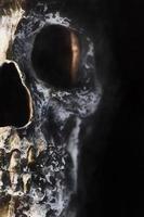 digitale Kunst, Farbeffekt, rissiger und beschädigter menschlicher Schädel