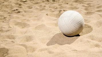 sandiger Volleyball foto