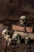 menschlicher Schädel Stillleben Hintergrund foto
