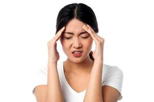 junge Frau mit Kopfschmerzen foto