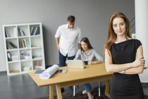 junge Leute im Büro foto