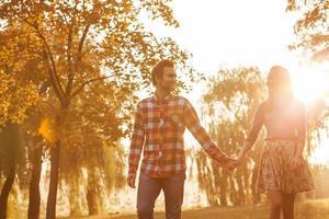 junges Paar verliebt foto