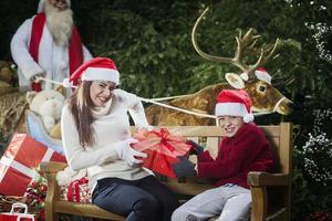 der Streit um die Gaben des Weihnachtsmanns foto