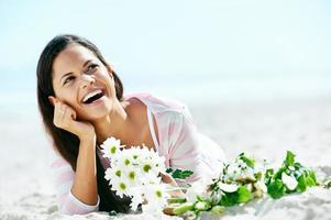 Strand entspannende Frau