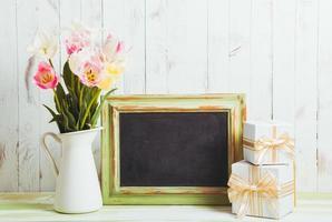 Tulpen und Tafel foto