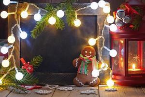 Weihnachtsdekoration mit Tafel