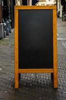 leere Tafel auf der Stadtstraße foto
