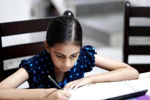 Mädchen studiert