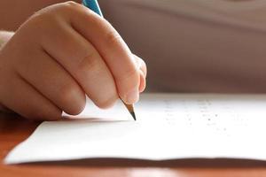 Kind studiert foto