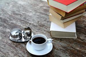 Kaffee und Bücher foto
