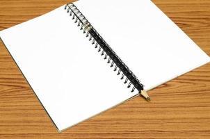 Notizbuch und Bleistift foto