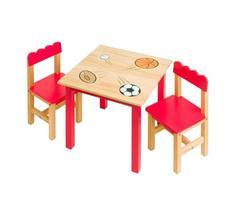 schöner Tisch und Stühle in roter Farbe für Kinder