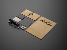 Markenelemente auf dunklem Papierhintergrund foto
