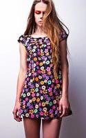 junge sinnliche Schönheitsfrau posiert im Studio. foto