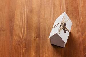 Modell von Papphaus, Gebäude, Darlehen, Nachlass, Kaufhauskonzept foto