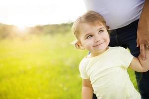 kleines Mädchen mit Mutter foto