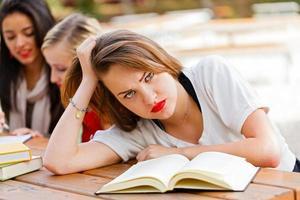 frustrierter Student vor den Prüfungen foto