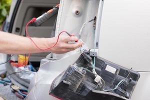 Kabel am Auto testen foto