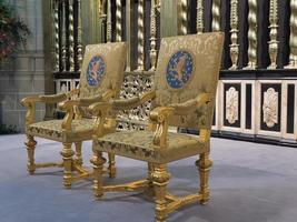 königliche Sitze, wie sie bei der Einweihung des neuen Königs verwendet wurden foto