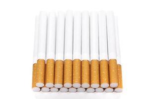 Zigaretten, isoliert auf einem weißen foto